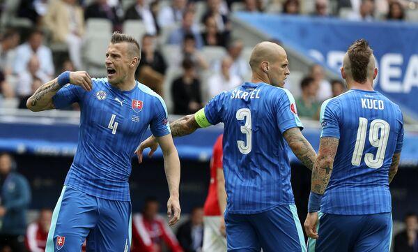 Защитники сборной Словакии Ян Дюрица, Мартин Шкртел и полузащитник Юрай Куцка (слева направо)