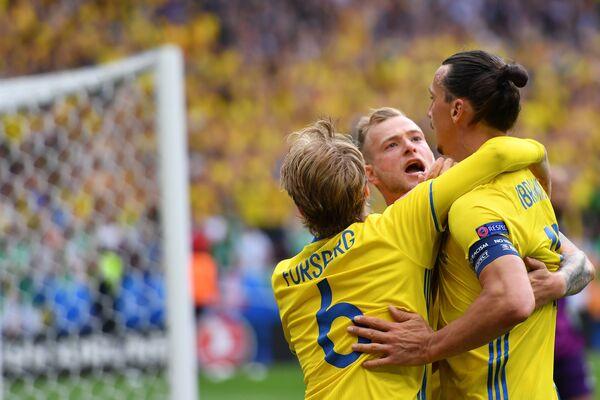 Футболисты сборной Швеции Эмиль Форсберг, Ион Гвидетти и Златан Ибрагимович (слева направо)