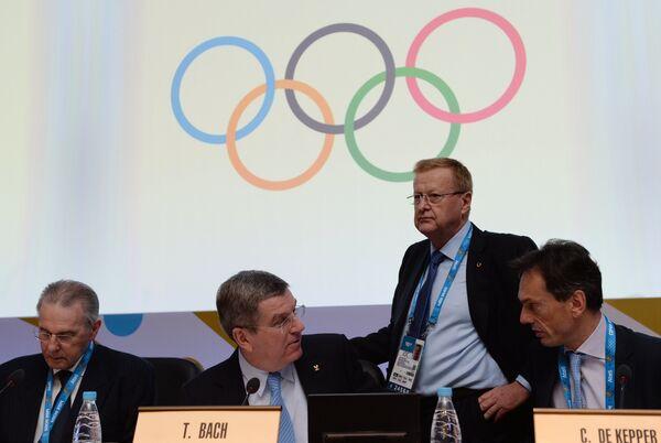 Томас Бах, Джон Коутс и Кристоф Де Кеппер (слева направо)