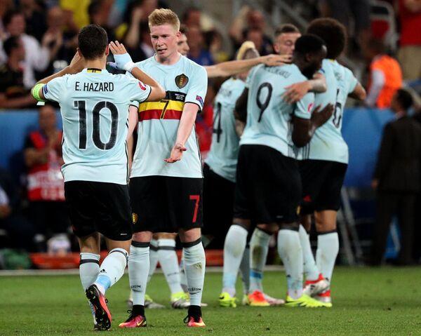 Игроки сборной Бельгии Эден Азар, Кевин Де Брёйне, Раджа Наингголан, Ромелу Лукаку и Аксель Витсель (слева направо)
