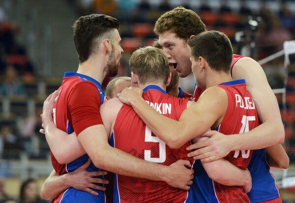 Волейболисты сборной России радуются выигранному очку
