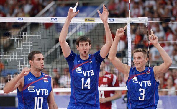 Волейболисты сборной России Александр Маркин, Артем Вольвич и Дмитрий Ковалев (слева направо)