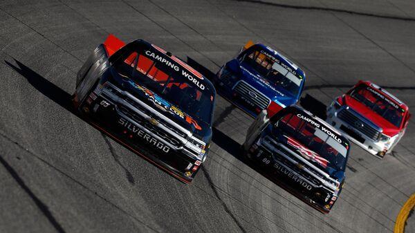 Гонка NASCAR на пикапах