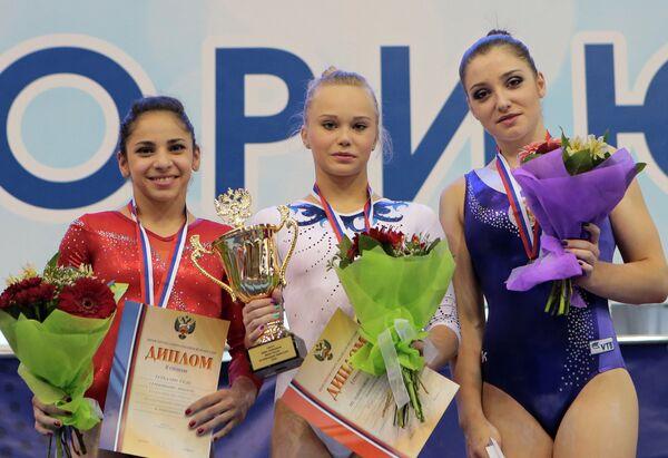 Ангелина Мельникова (в центре), Седа Тутхалян (слева) и Алия Мустафина