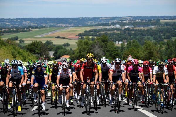Велогонщики на этапе Тур де Франс