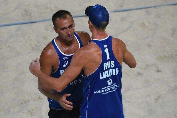 Российские волейболисты Дмитрий Барсук и Никита Лямин (слева направо)