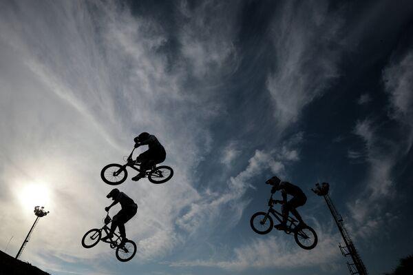 Спортсмены на чемпионате России по велоспорту BMX в Москве