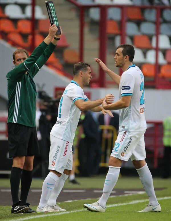 Футболисты Зенита Александр Кержаков (слева) и Артём Дзюба